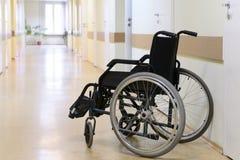 hjul för stolskorridorsjukhus Arkivfoton