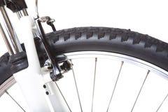 Hjul med gummihjulet av mountainbiket som isoleras Fotografering för Bildbyråer