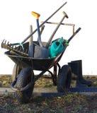 Hjul med trädgårdhjälpmedel som arbeta i trädgården tema arkivfoto