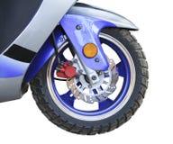 hjul och bromsarna av en motorcykelnärbild Royaltyfria Foton