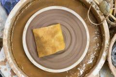 Hjul och hjälpmedel för keramiker` s Arkivbild