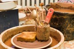 Hjul och hjälpmedel för keramiker` s Arkivfoton
