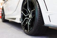 Hjul som är vita på vit matta Royaltyfri Foto