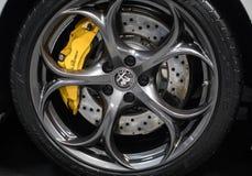Hjulet av Alfa Romeo visade på den 3rd upplagan av MOTO-SHOWEN i Cracow Polen Arkivfoto