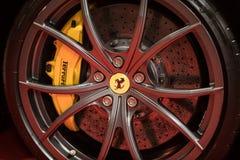 Hjulet av Ferrari visade på den 3rd upplagan av MOTO-SHOWEN i Cracow Polen Royaltyfri Fotografi