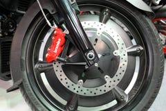 Hjulet av Moto Guzzi MGX 21 som visas på MOTO-SHOWEN i Cracow Polen Arkivbilder
