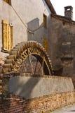 Hjulet av watermillen Arkivfoton
