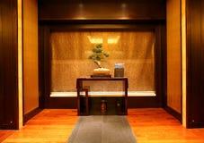 hk langham温泉墙壁 库存图片
