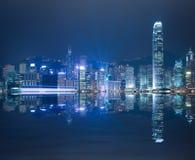 HK Victoria Harbour der Skylinenacht Stockbild