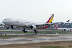 HL8258 Asiana Airlines Aerobus A330-323 Fotografia Stock