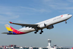 HL8258 Asiana Airlines Airbus A330-231 Imagens de Stock Royalty Free