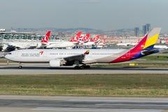 HL7794 Asiana Airlines Airbus A330-323X Fotografía de archivo