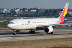HL7795 Asiana Airlines, Luchtbus A330-323 royalty-vrije stock foto