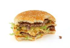 Hälfte-gegessener köstlicher Hamburger Stockfotos