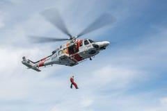 Hélicoptère de l'équipe de secours maritime espagnole Photographie stock libre de droits