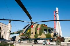 Hélicoptère soviétique dans l'exposition de VDNKh Image libre de droits