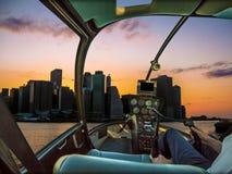 Hélicoptère sur New York Photos stock