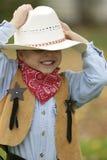 håll för cowboyhatt på Royaltyfri Fotografi