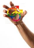 Hållande exponeringsglas för hand med homoäktenskapsymboler Fotografering för Bildbyråer