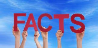 Hållande fakta för folk i himlen Arkivfoton