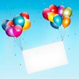 Hållande övre för färgrika ballonger ett torkdukevitbaner Royaltyfria Bilder