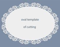 Hälsningkort med den openwork ovala gränsen, pappers- doily under kakan, mall för att klippa som gifta sig inbjudan, dekorativ pl Fotografering för Bildbyråer