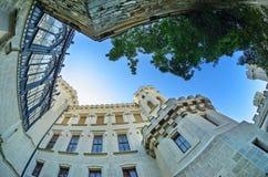 Hluboka nad Vltavou城堡庭院  库存照片