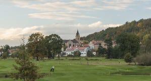 Hlubokanad Vltavou stad in de herfsttijd Stock Fotografie