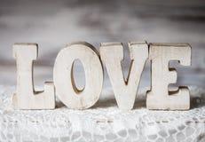 Hölzerne Buchstaben der Liebe Lizenzfreie Stockbilder