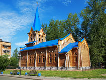 Hölzerne lutherische Kirche in Tomsk, Russland Lizenzfreies Stockbild