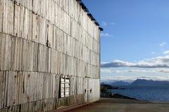 Hölzerne Wand von verlassenen Lofotens Fabrik    Stockfoto