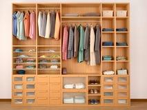 Hölzerner Garderobenwandschrank voll von verschiedenen Sachen Lizenzfreies Stockbild