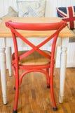 Hölzerner Küchenstuhl und -tabelle der Weinlese Lizenzfreies Stockfoto