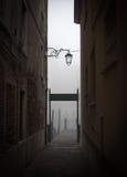 Hölzerner Pier in Venedig Stockfotos