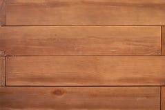 Hölzerner Wandhintergrund mit getrimmten horizontalen Brettern Stockfotos