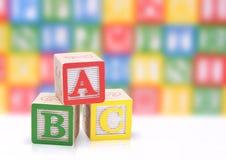 hölzernes Alphabet für Kinder Stockfotos