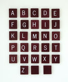 Hölzernes Alphabet mit leeren Fliesen Stockfotografie