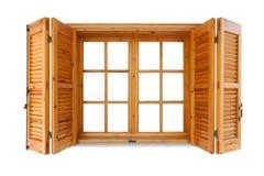 Hölzernes Fenster mit Fensterläden Stockfotos