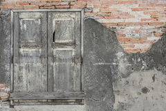 Hölzernes Fenster und Backsteinmauer Lizenzfreie Stockbilder