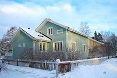 Hölzernes finnisches Haus Lizenzfreies Stockfoto