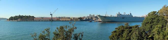 HMAS Аделаида в гавани Сиднея Стоковая Фотография