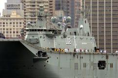 HMAS Canberra är i hamnen på den Australien dagen Arkivbild