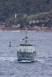 HMAS Leeuwin en Leeuwin grupp av hydrografiska granskningsskyttlar fungerings av den kungliga australiska marinen i Sydney Harbor royaltyfri foto