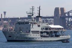 HMAS Leeuwin en Leeuwin grupp av hydrografiska granskningsskyttlar fungerings av den kungliga australiska marinen i Sydney Harbor arkivfoto