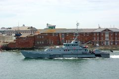 HMC Czujny UK kontroli granicznej naczynie Opuszczać Portsmouth schronienie zdjęcia royalty free