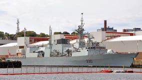 HMCS Χάλιφαξ που ελλιμενίζεται στη ναυτική βάση του Χάλιφαξ Στοκ Εικόνες