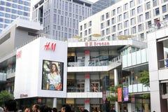 Hmkläder shoppar yttersida Fotografering för Bildbyråer