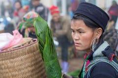Hmong妇女在Sapa,越南 免版税库存图片