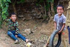 Hmong etniczni dzieci bawić się Wietnam zdjęcie royalty free