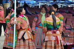 Hmong minoritetfolk i traditionell klänning Sa-PA, nordliga Viet royaltyfria foton